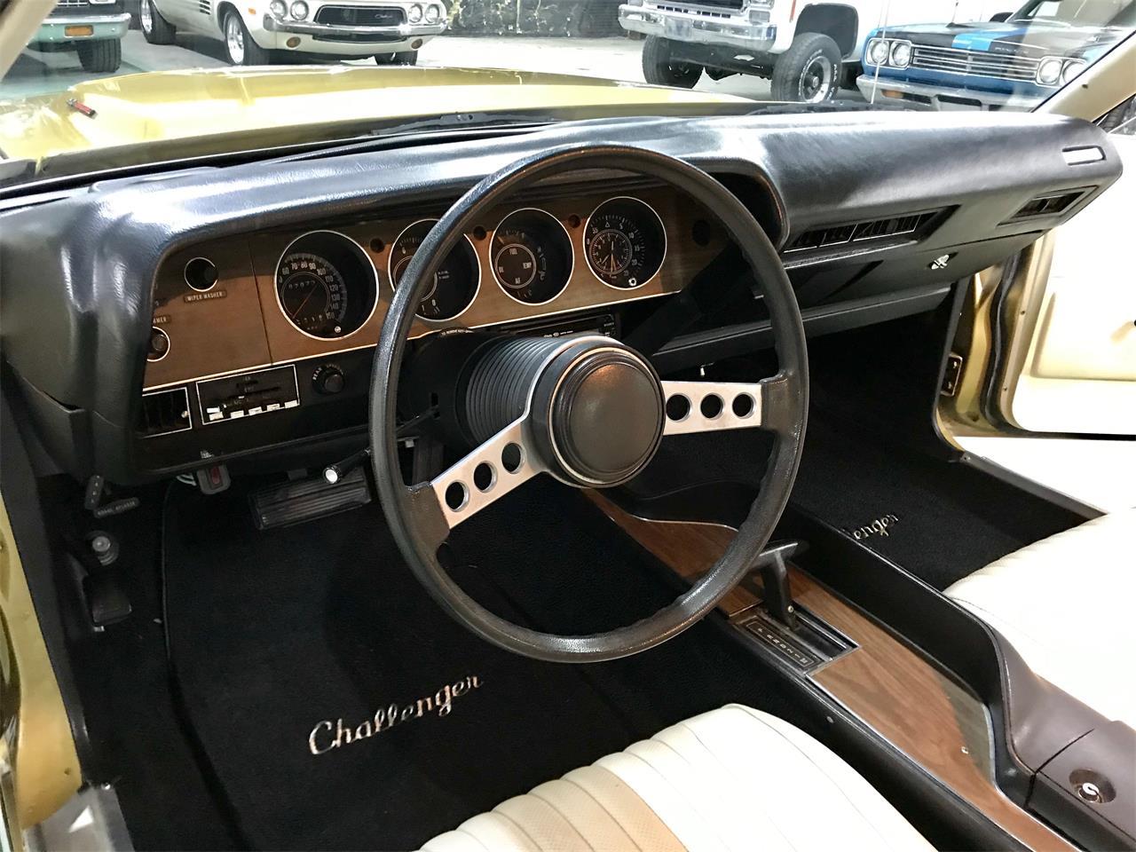 Large Picture of '73 Challenger - QIJM