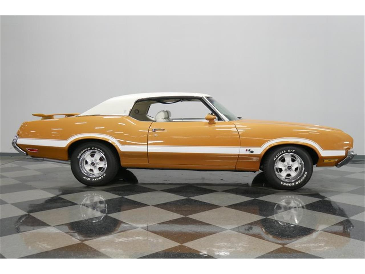 Large Picture of Classic 1972 Oldsmobile Cutlass located in Tennessee - QIVH