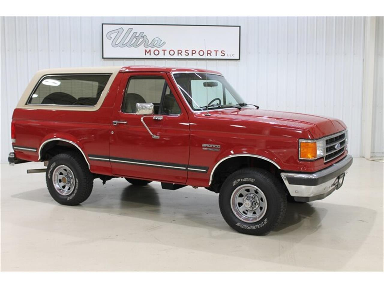Large Picture of '89 Ford Bronco located in Fort Wayne Indiana - QJ2N