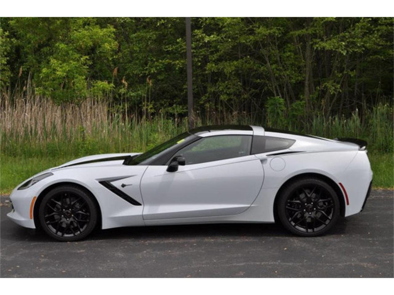 Large Picture of '18 Chevrolet Corvette located in New York Offered by Prestige Motor Car Co. - QDOE