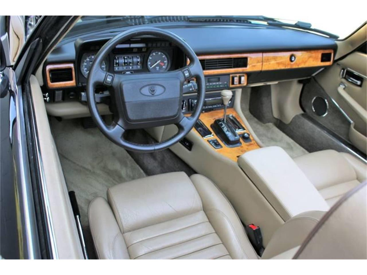 Large Picture of '91 XJ - $17,995.00 Offered by Great Lakes Classic Cars - QJNK