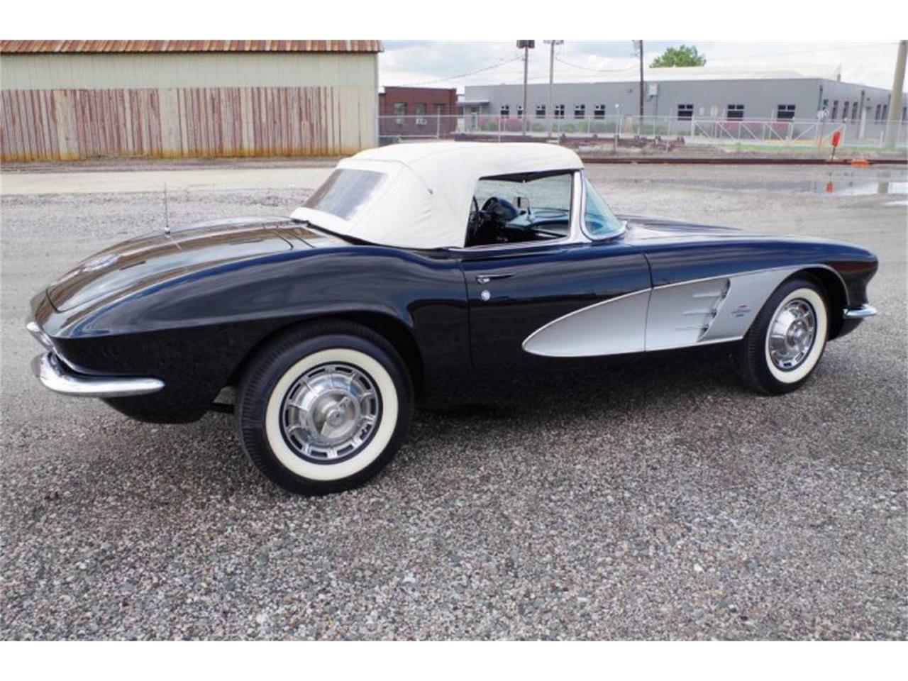 Large Picture of '61 Corvette - QK5T