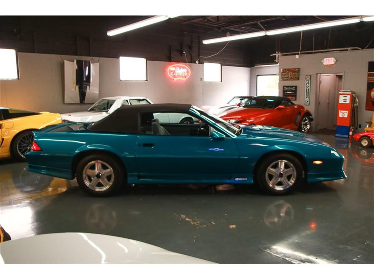 Large Picture of 1992 Camaro located in Cincinnati Ohio - $12,900.00 Offered by Seven Hills Motorcars - QLU7