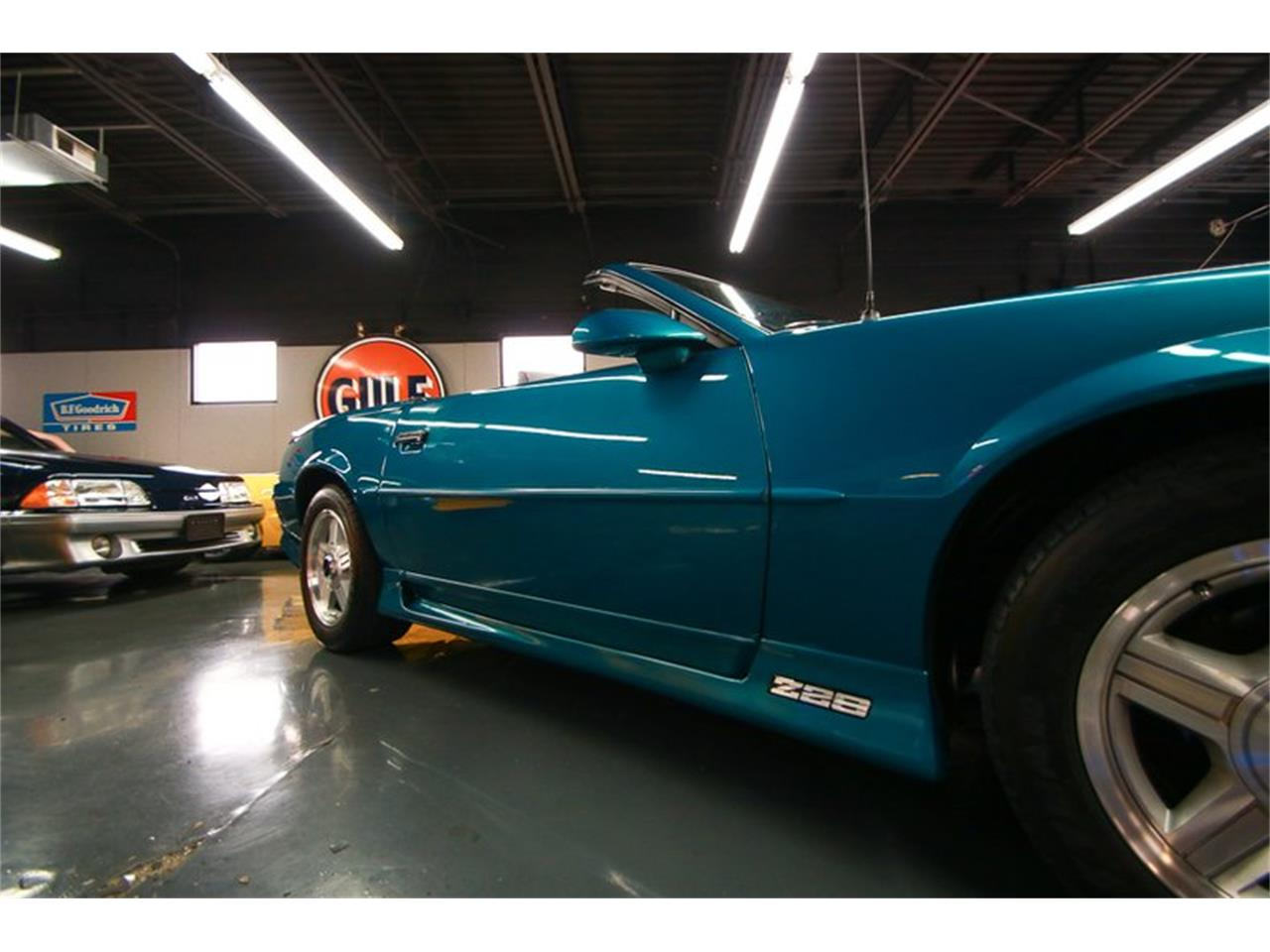 Large Picture of 1992 Chevrolet Camaro Offered by Seven Hills Motorcars - QLU7