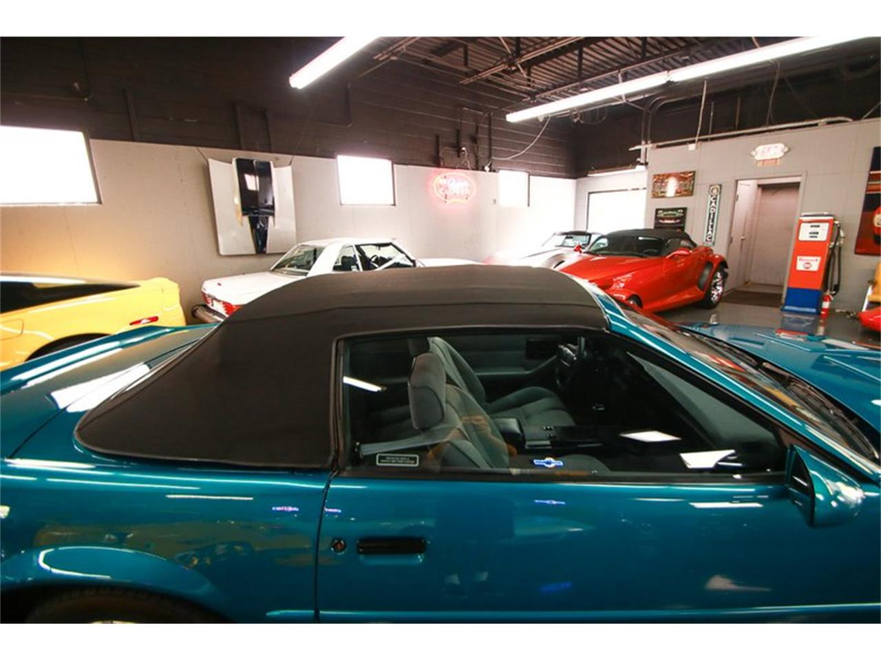 Large Picture of 1992 Chevrolet Camaro located in Ohio Offered by Seven Hills Motorcars - QLU7