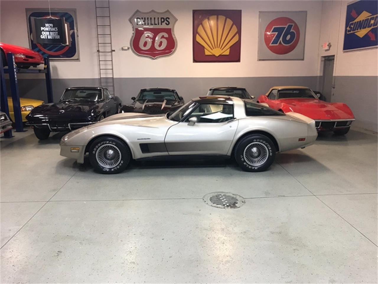 Large Picture of '82 Corvette - QM94