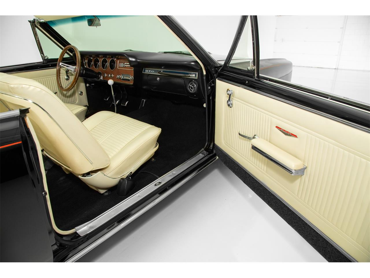 Large Picture of Classic '66 Pontiac GTO located in Iowa - QKZ0