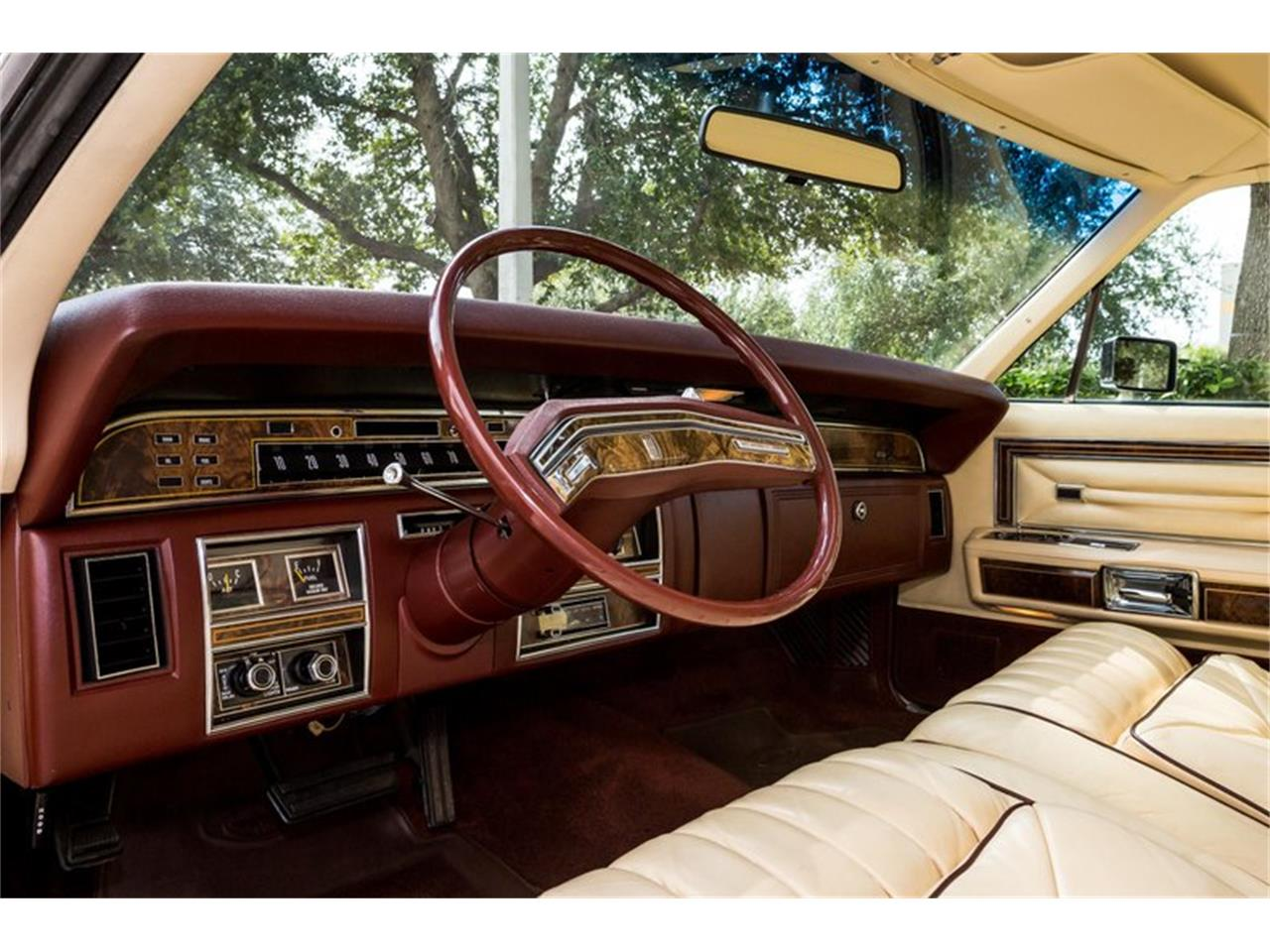 Large Picture of '77 Town Car - QMSH