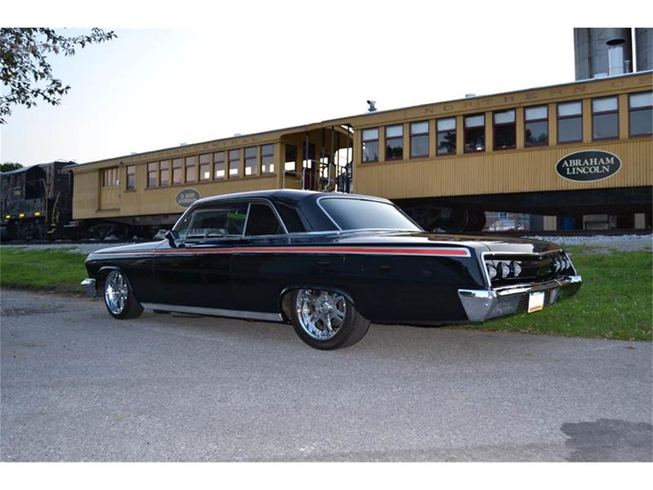 Large Picture of Classic '62 Chevrolet Impala located in Clarksburg Maryland - QN00