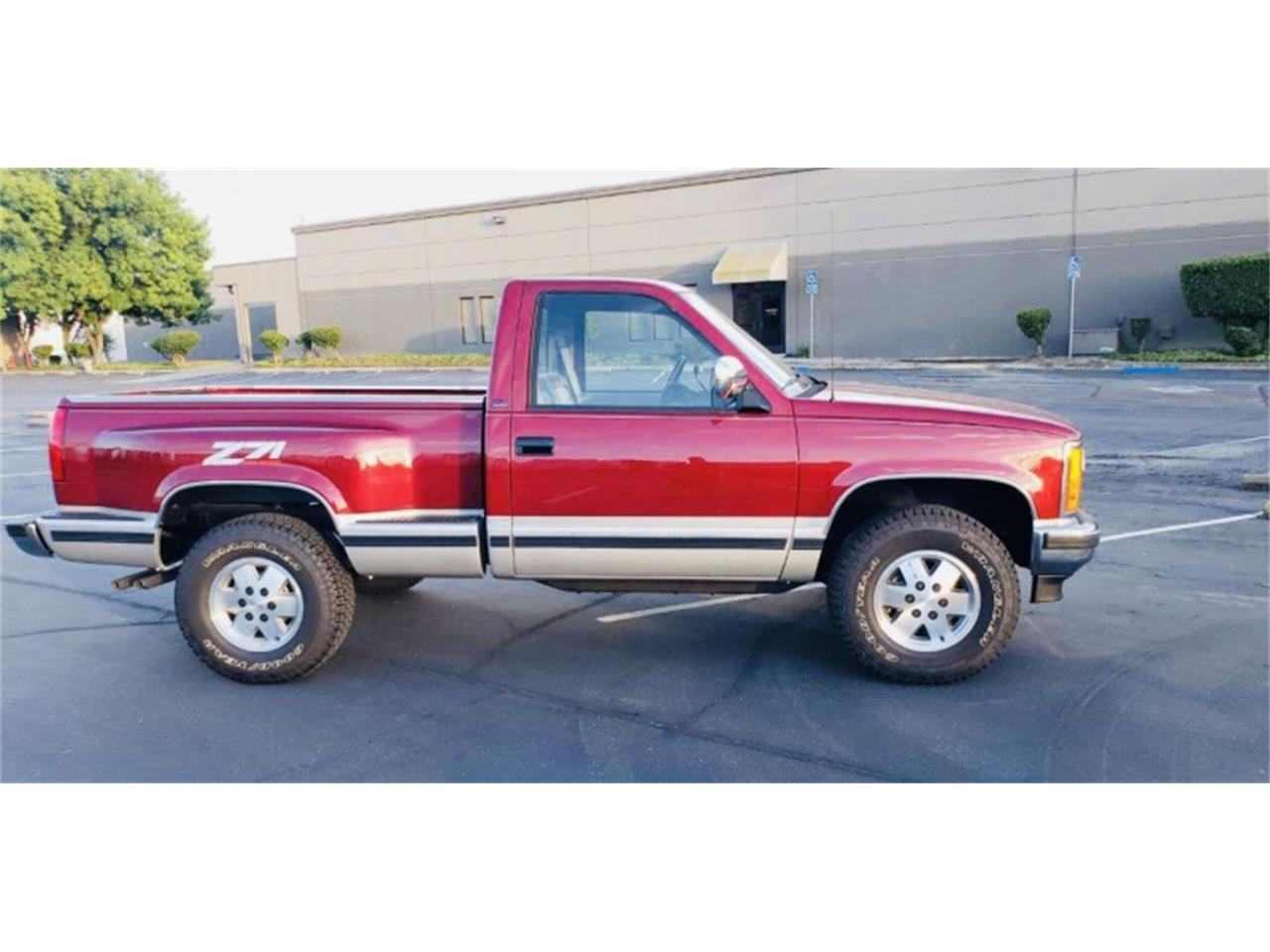Large Picture of '90 GMC 1500 Auction Vehicle Offered by Motorsport Auction Group - QN5K