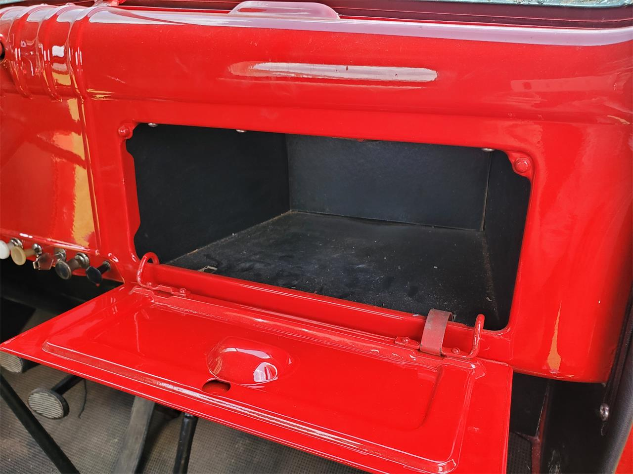 Large Picture of 1946 1 Ton Pickup - QO6R