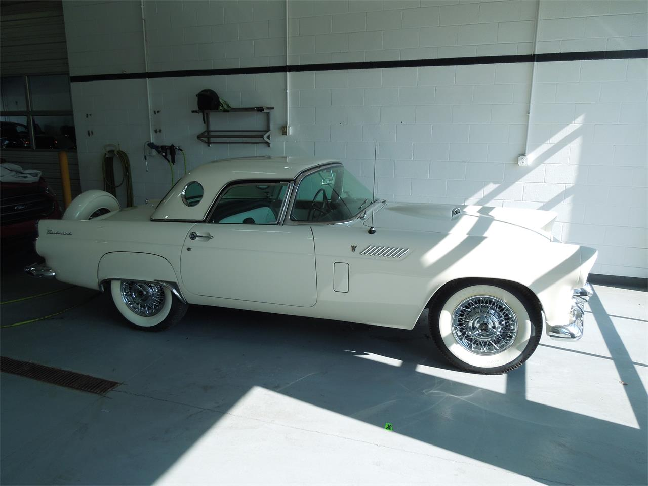 Large Picture of '56 Thunderbird - QOF0