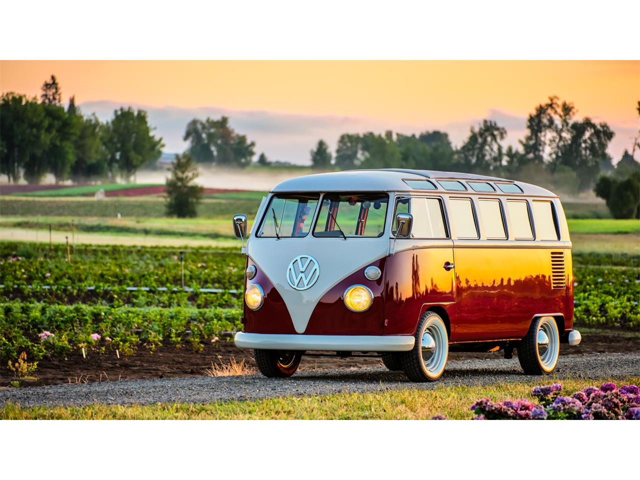 Large Picture of Classic 1966 Volkswagen Bus located in Oregon - QP3E
