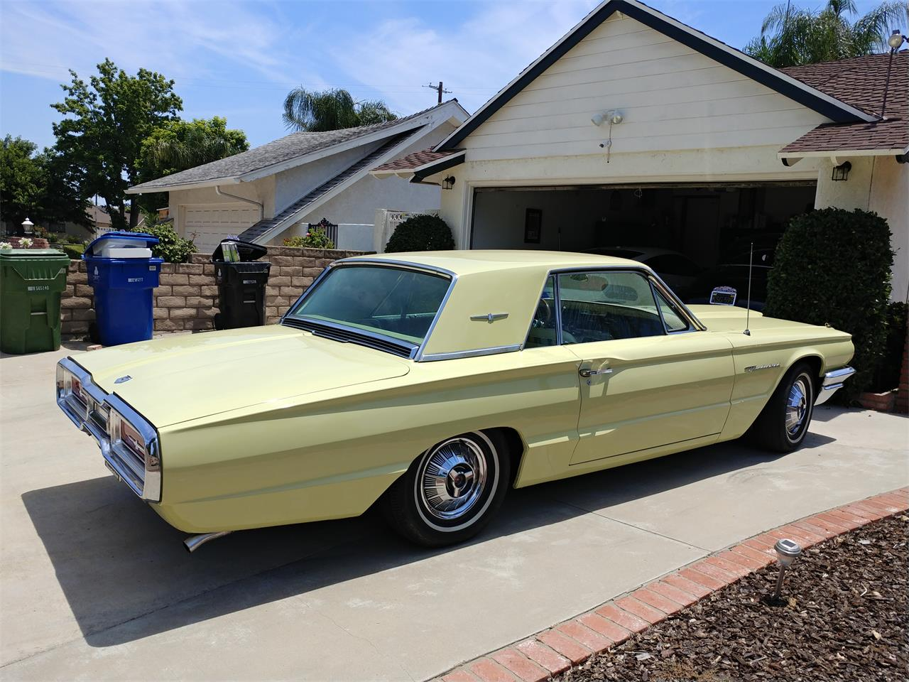 Large Picture of Classic 1964 Ford Thunderbird located in California - QP8Y