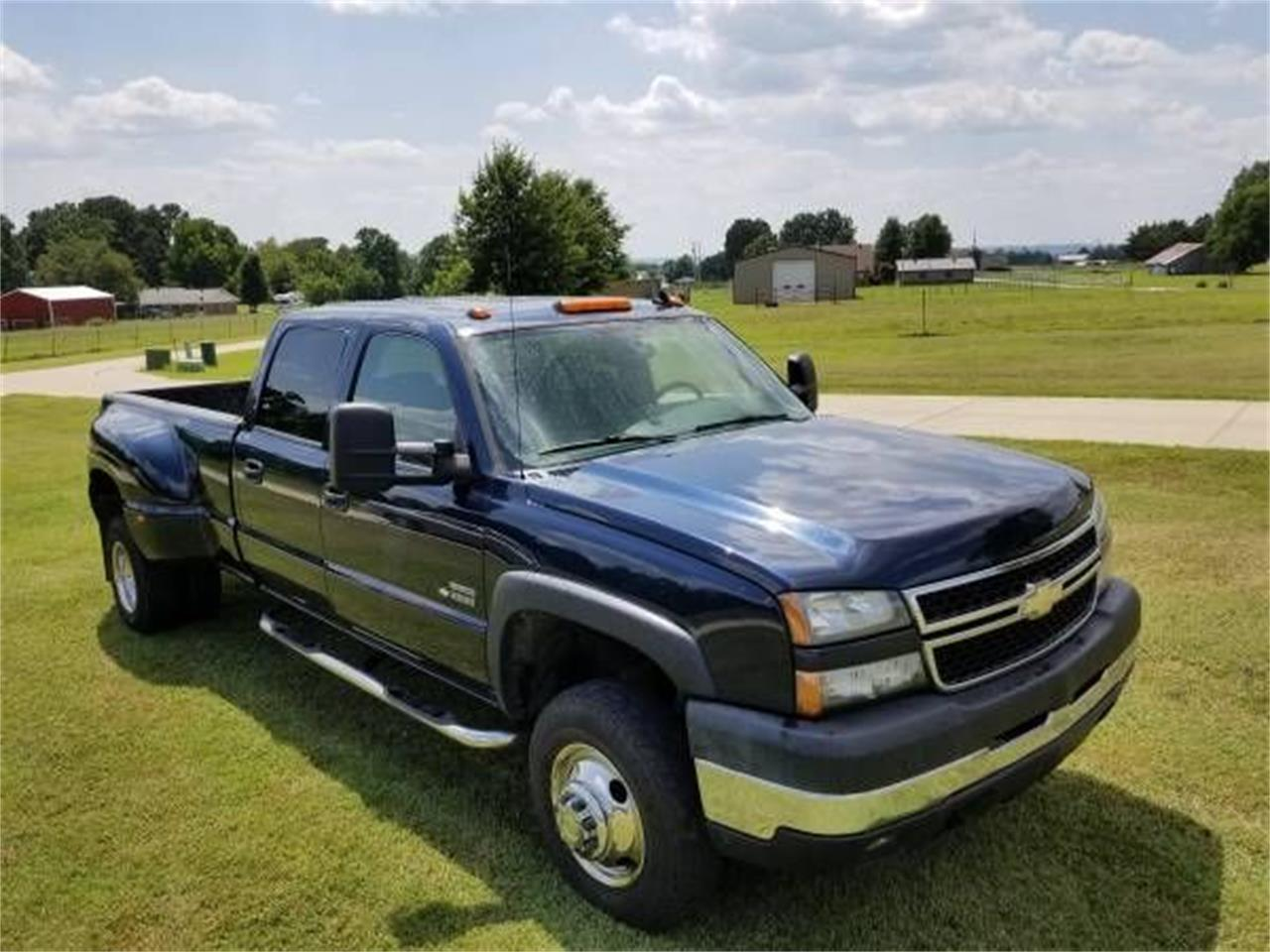 Large Picture of '06 Silverado located in Cadillac Michigan - $19,895.00 Offered by Classic Car Deals - QPHO