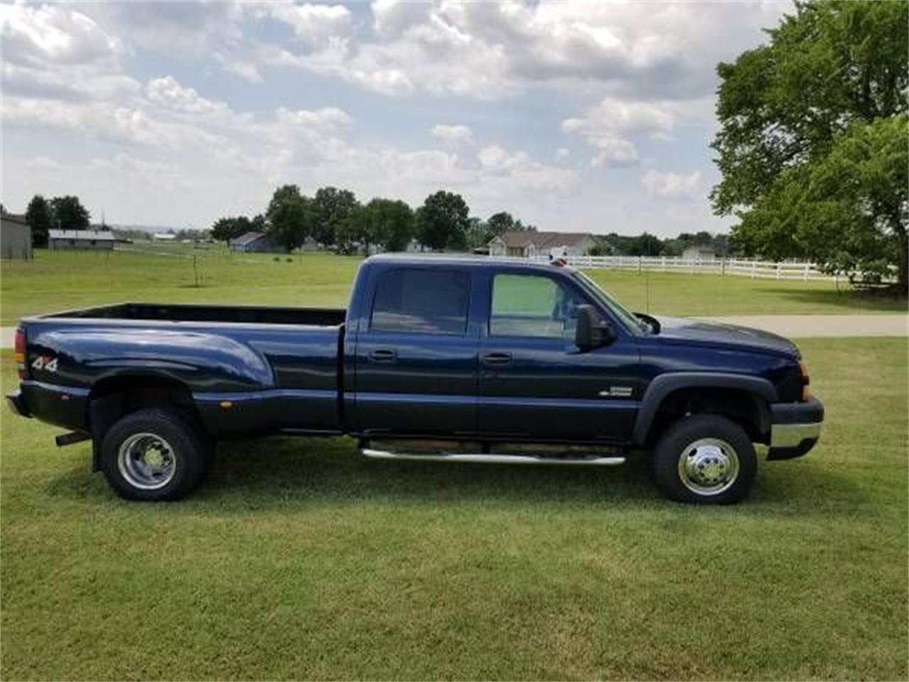 Large Picture of '06 Chevrolet Silverado located in Cadillac Michigan - $19,895.00 Offered by Classic Car Deals - QPHO