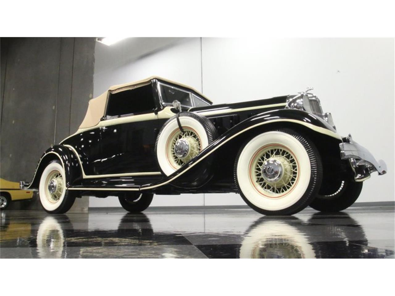 Large Picture of Classic '33 Chrysler Imperial Offered by Streetside Classics - Atlanta - QPTQ