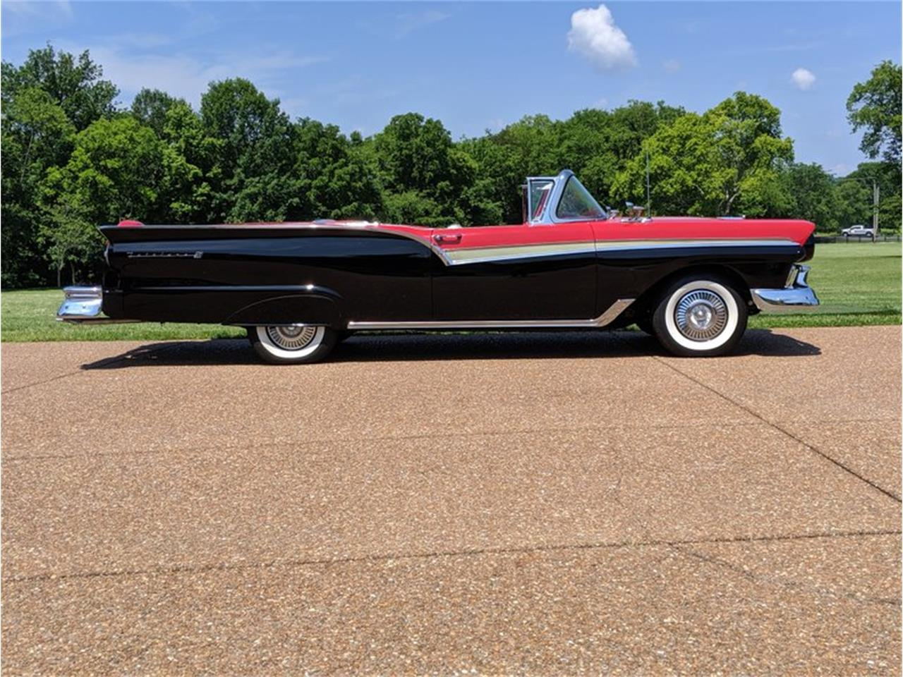 Large Picture of Classic '57 Fairlane Auction Vehicle - QQA0