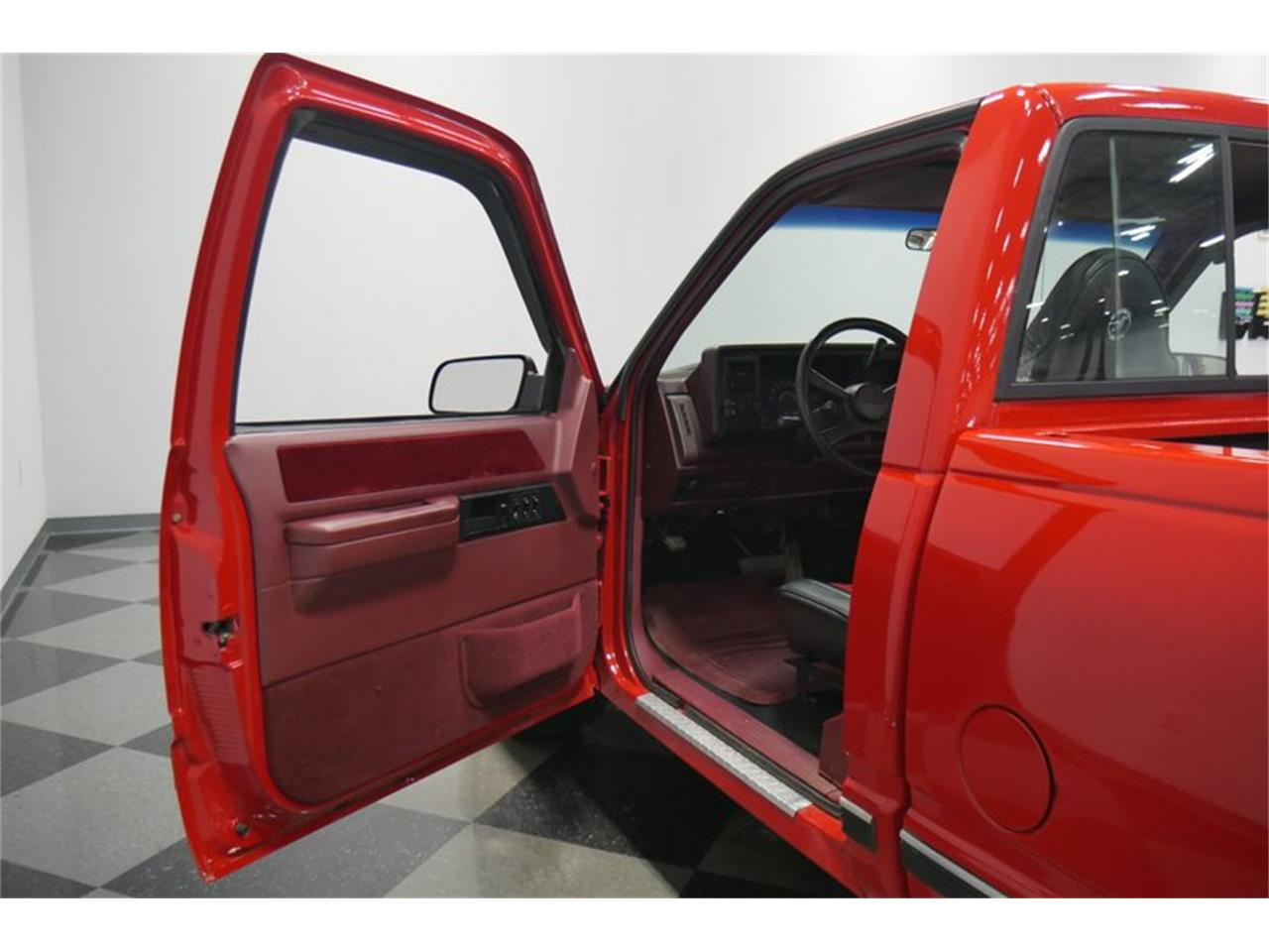 Large Picture of 1988 Chevrolet K-1500 located in Tennessee Offered by Streetside Classics - Nashville - QQDV