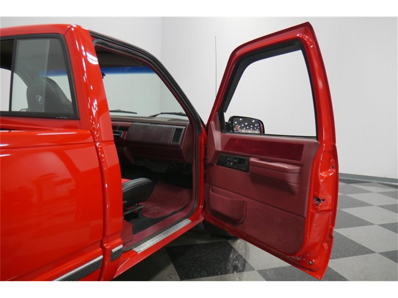 Large Picture of 1988 Chevrolet K-1500 located in Lavergne Tennessee Offered by Streetside Classics - Nashville - QQDV