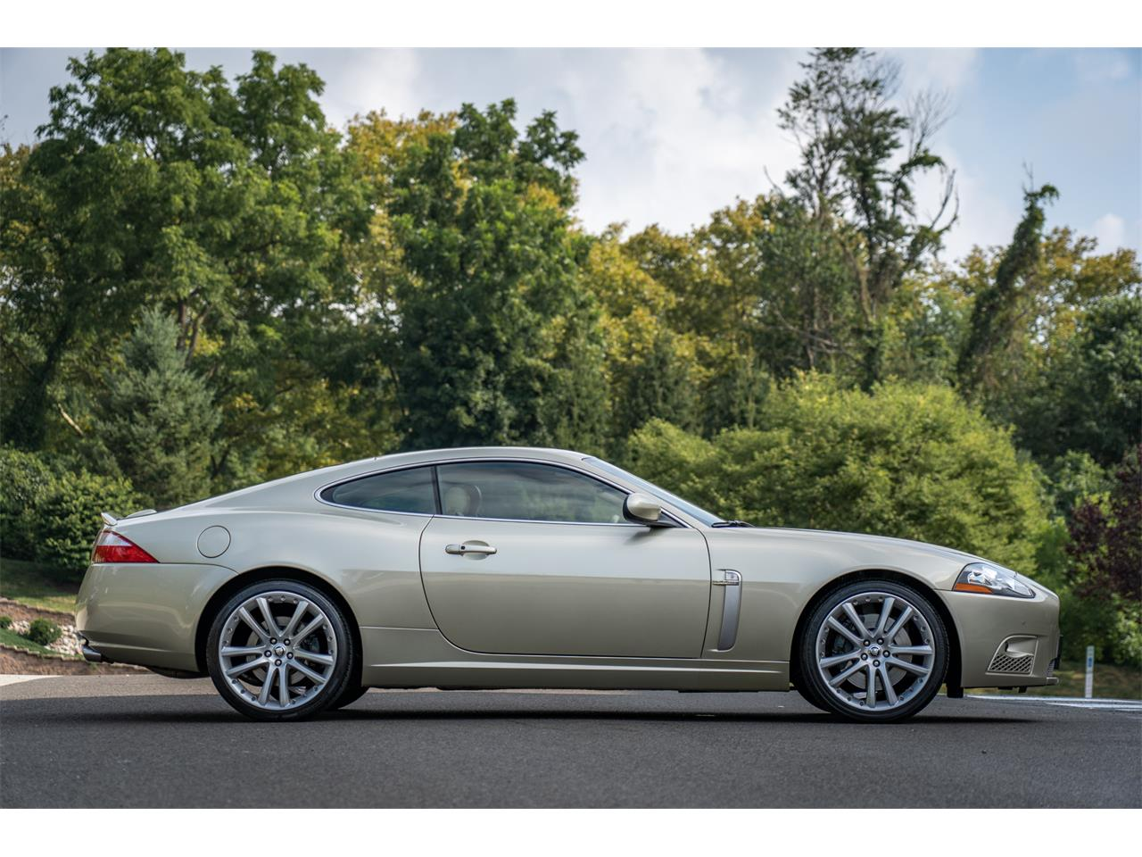 Large Picture of 2008 Jaguar XKR Offered by Bring A Trailer - QQG3