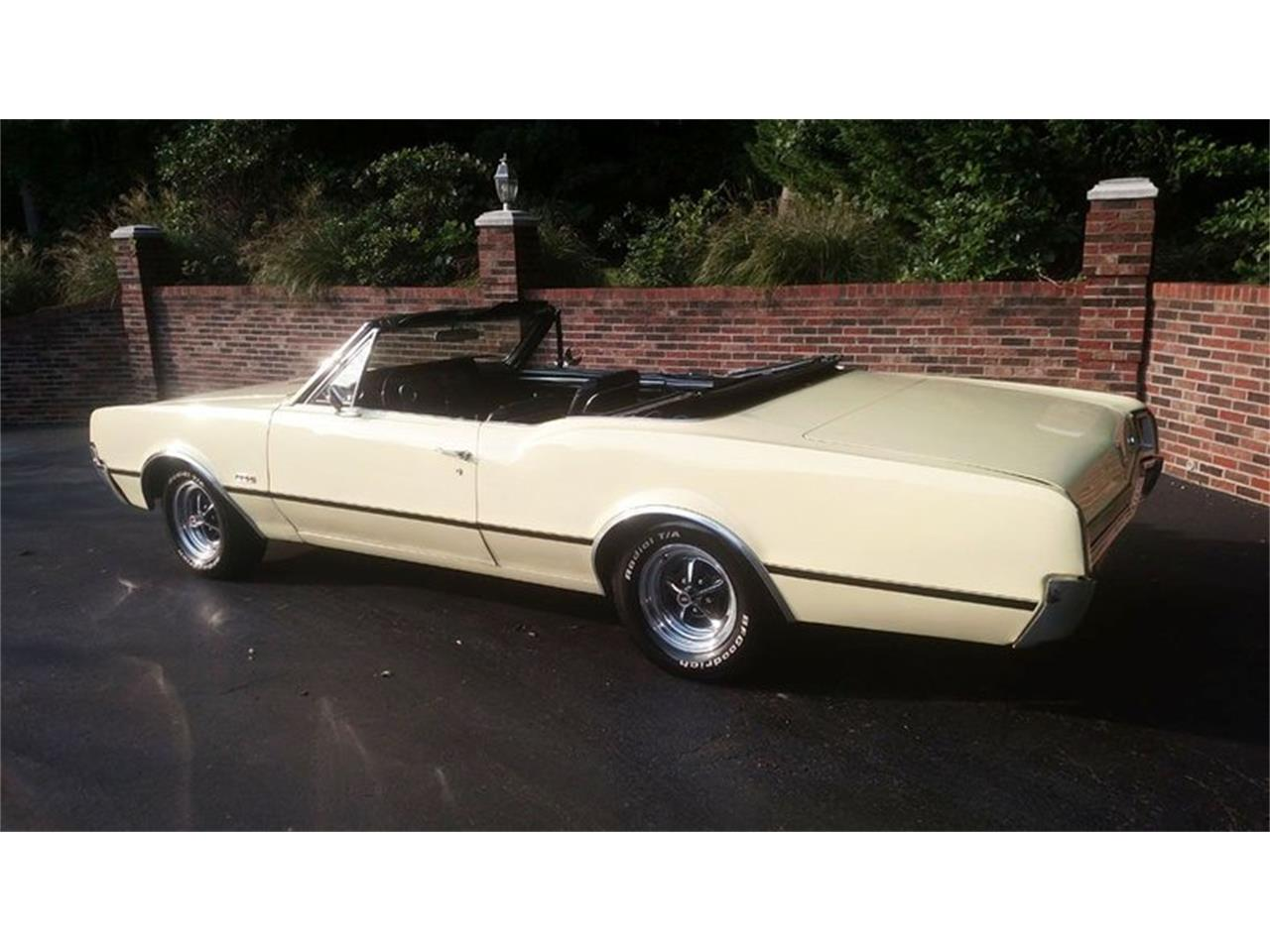 Large Picture of '67 Oldsmobile Cutlass located in Maryland Offered by Old Town Automobile - QQI8