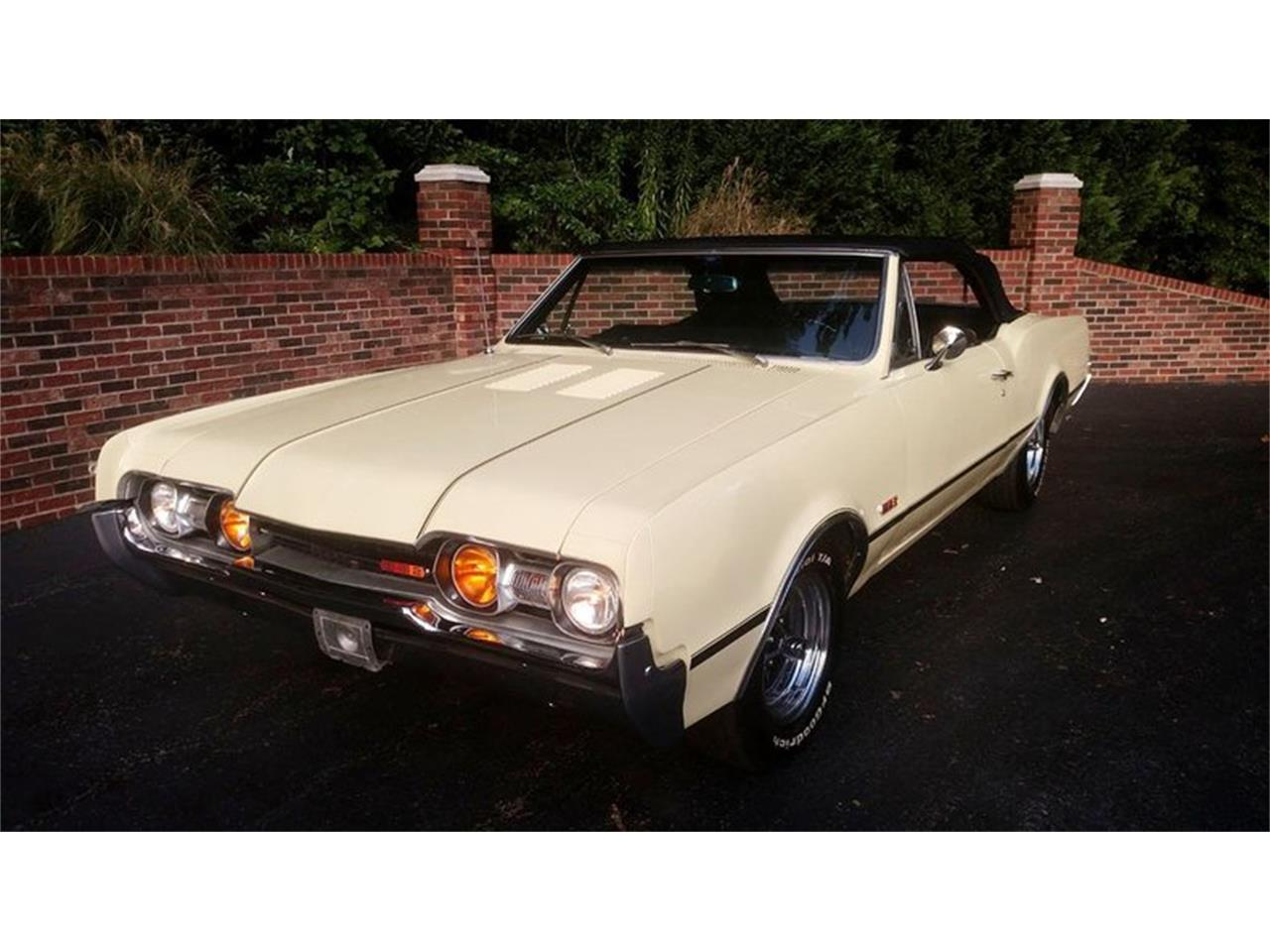 Large Picture of Classic '67 Cutlass located in Maryland - $24,900.00 Offered by Old Town Automobile - QQI8