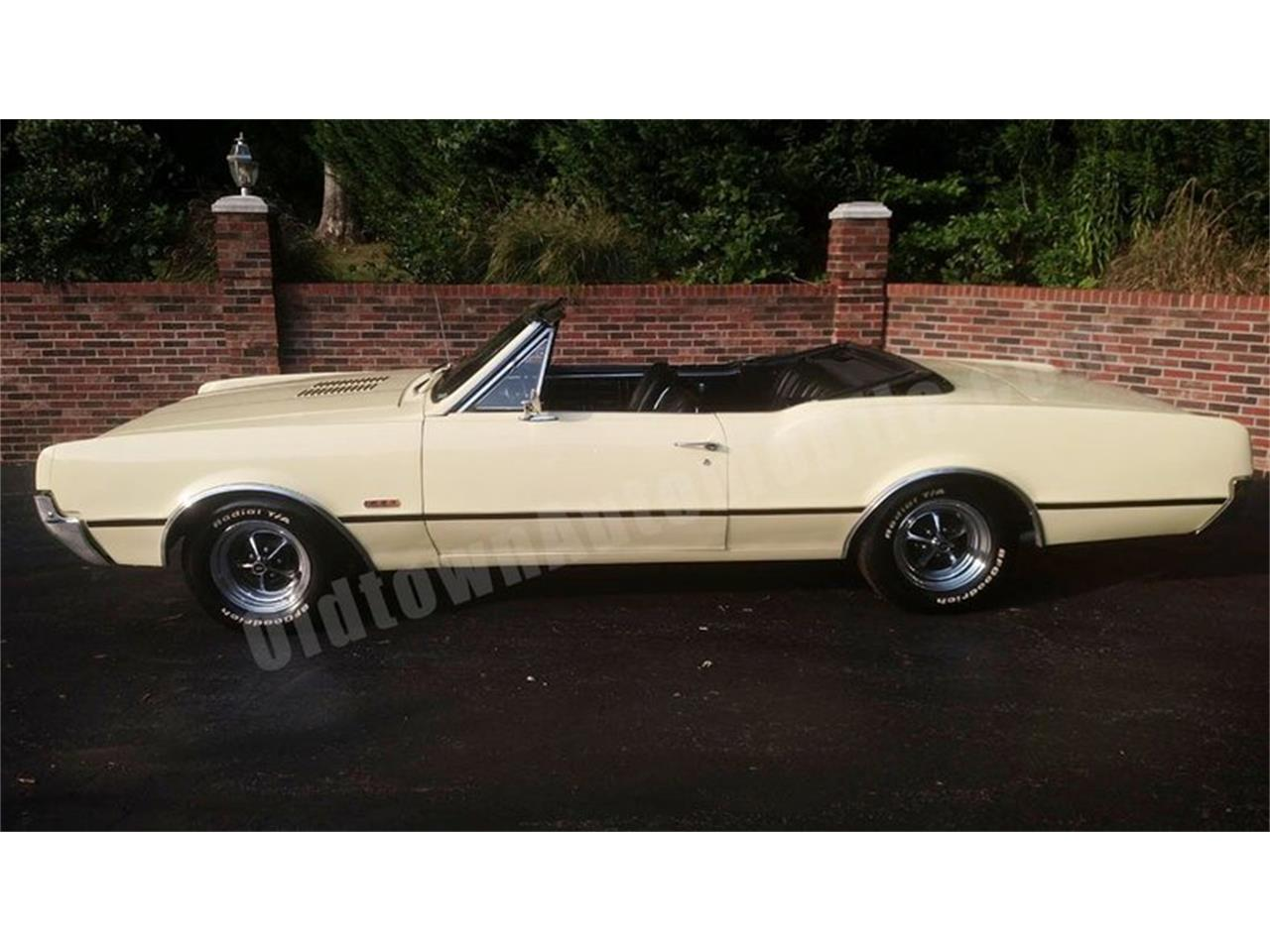 Large Picture of Classic 1967 Oldsmobile Cutlass - $24,900.00 Offered by Old Town Automobile - QQI8
