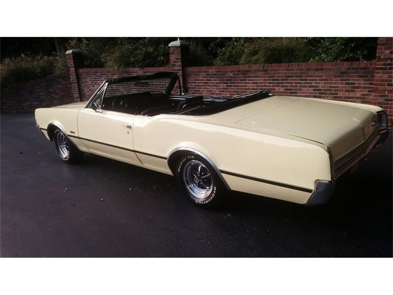 Large Picture of Classic 1967 Oldsmobile Cutlass located in Maryland - QQI8