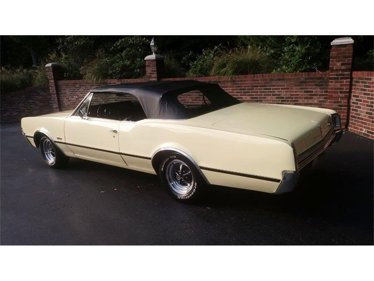 Large Picture of Classic '67 Oldsmobile Cutlass Offered by Old Town Automobile - QQI8