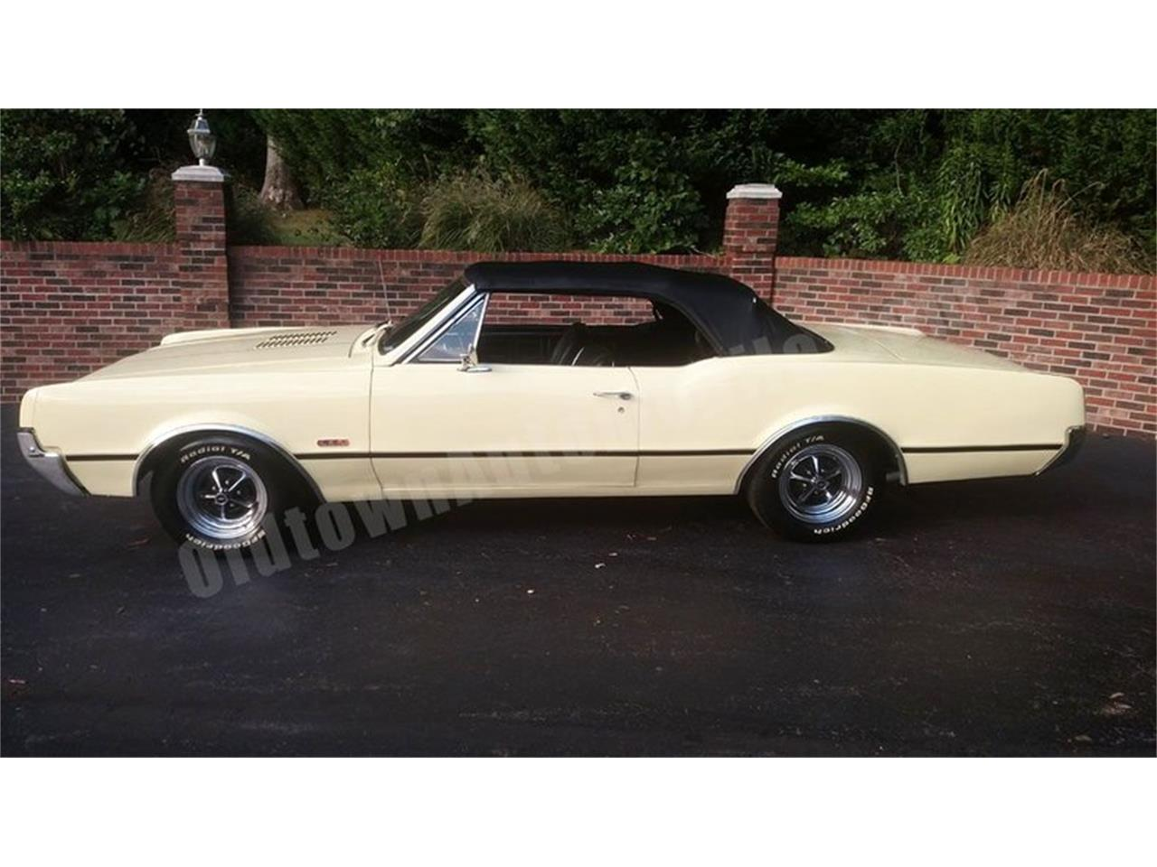 Large Picture of Classic 1967 Oldsmobile Cutlass located in Maryland - $24,900.00 Offered by Old Town Automobile - QQI8