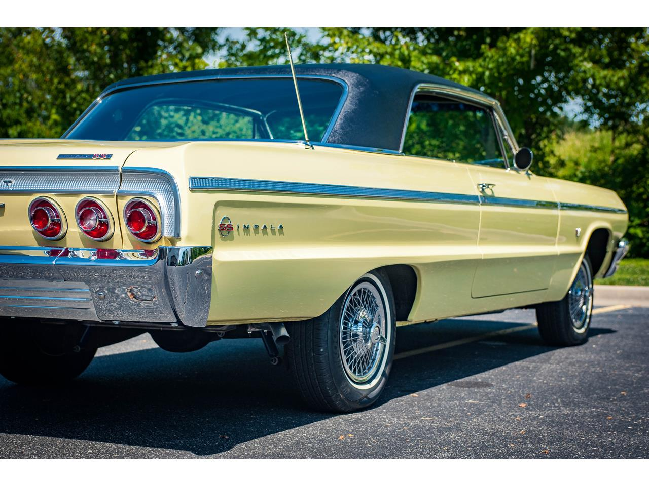 Large Picture of '64 Chevrolet Impala located in Illinois Offered by Gateway Classic Cars - St. Louis - QRDR