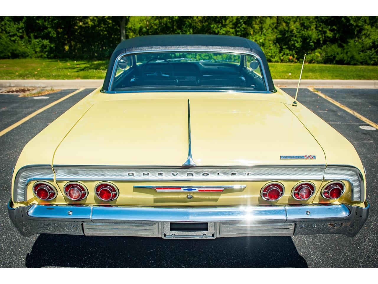 Large Picture of Classic '64 Chevrolet Impala located in O'Fallon Illinois - QRDR