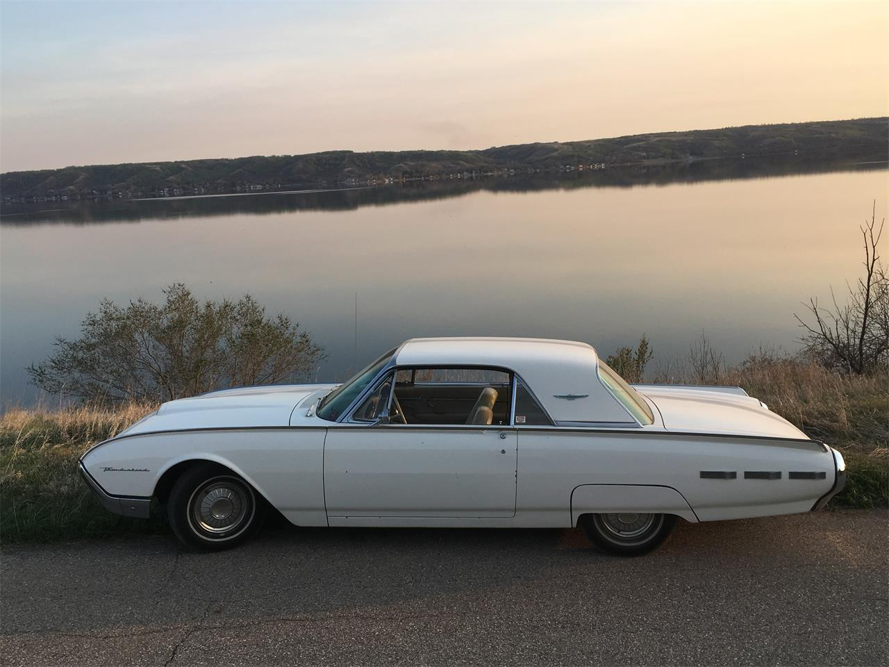 Large Picture of '62 Thunderbird - QRJN