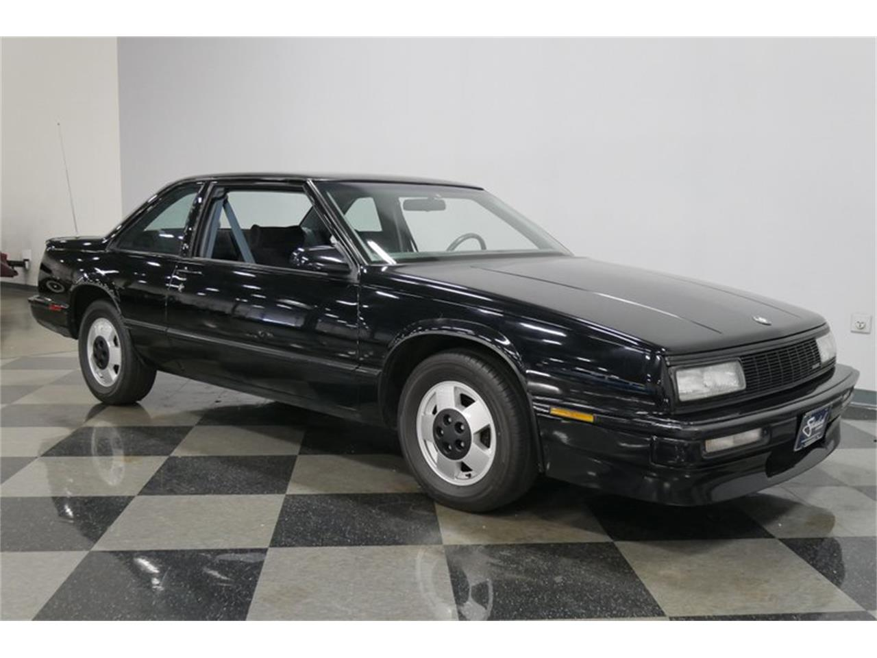 Large Picture of '89 Buick LeSabre located in Lavergne Tennessee - $9,995.00 - QRKK