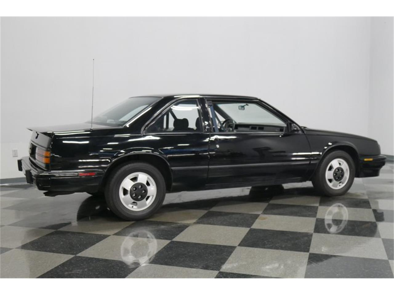 Large Picture of '89 LeSabre - $9,995.00 Offered by Streetside Classics - Nashville - QRKK