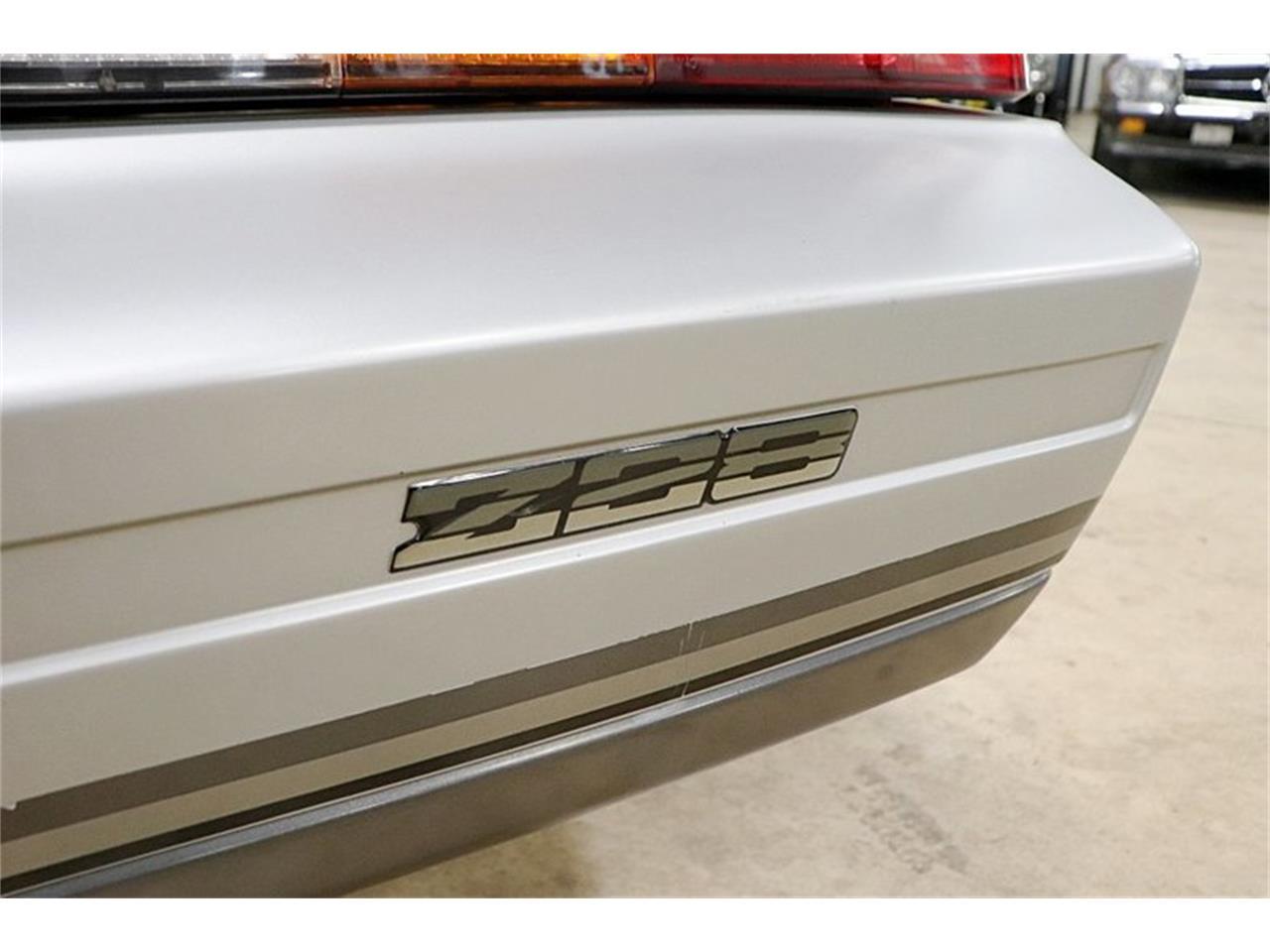 Large Picture of '82 Camaro Z28 - QSDZ