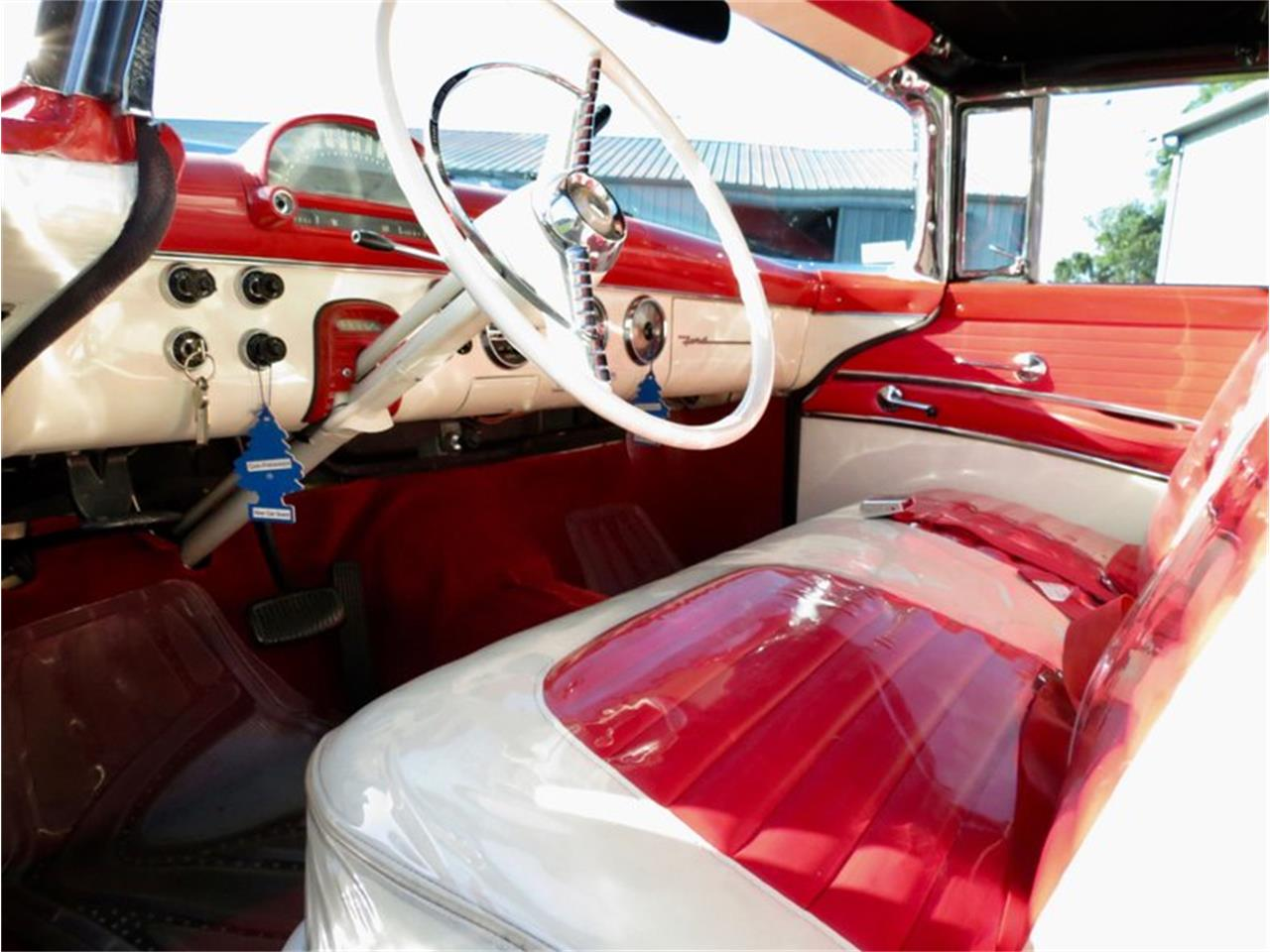 Large Picture of '55 Ford Fairlane located in Dayton Ohio Offered by Classic Car Connection - QU8Q