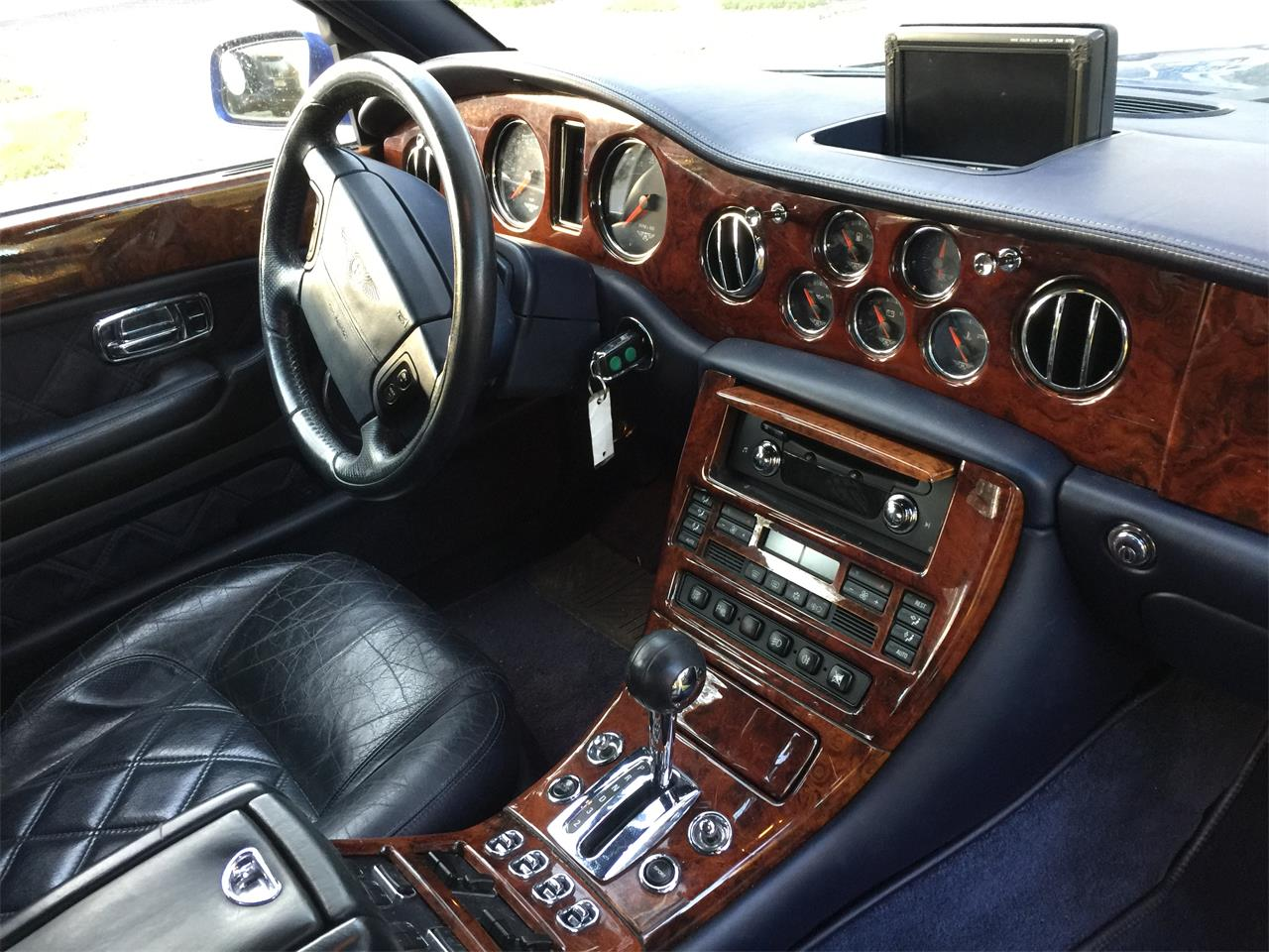 Large Picture of '02 Arnage located in Orlando Florida - QUG1