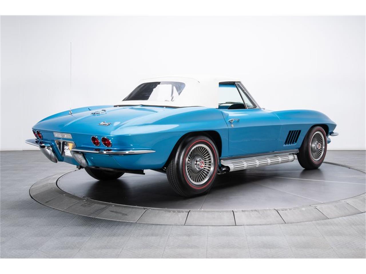 Large Picture of '67 Corvette - QUHH