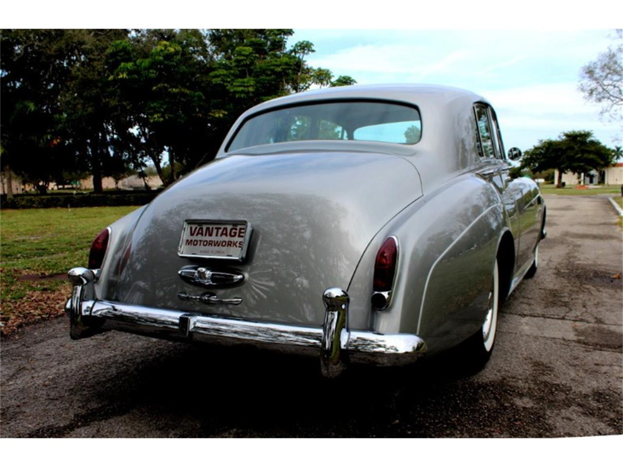 Large Picture of '65 Silver Cloud III - QYBI