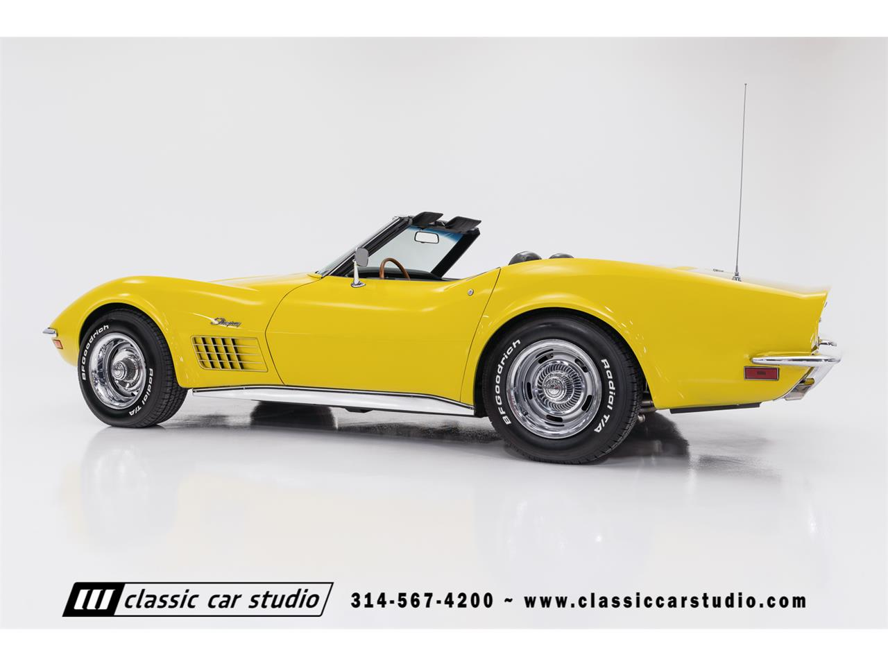 Large Picture of Classic 1972 Corvette located in Saint Louis Missouri Offered by Classic Car Studio - QYC5