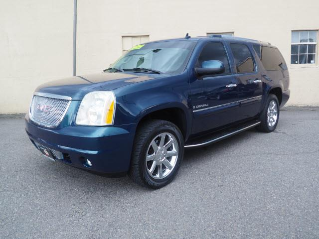 Picture of 2007 GMC Yukon located in Washington Offered by  - QZW4