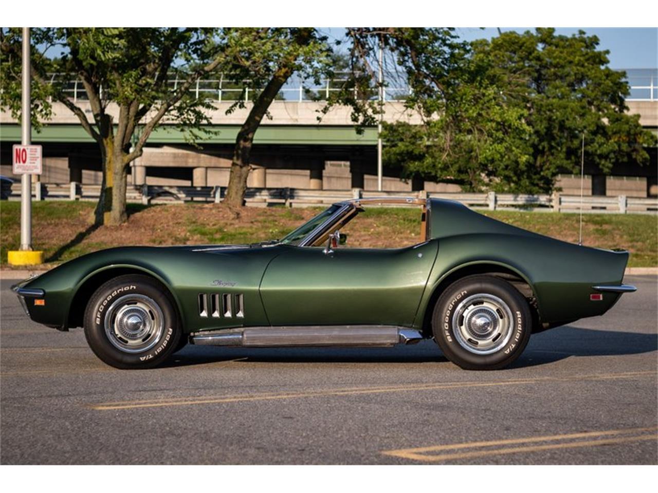 Large Picture of '69 Corvette - R14U