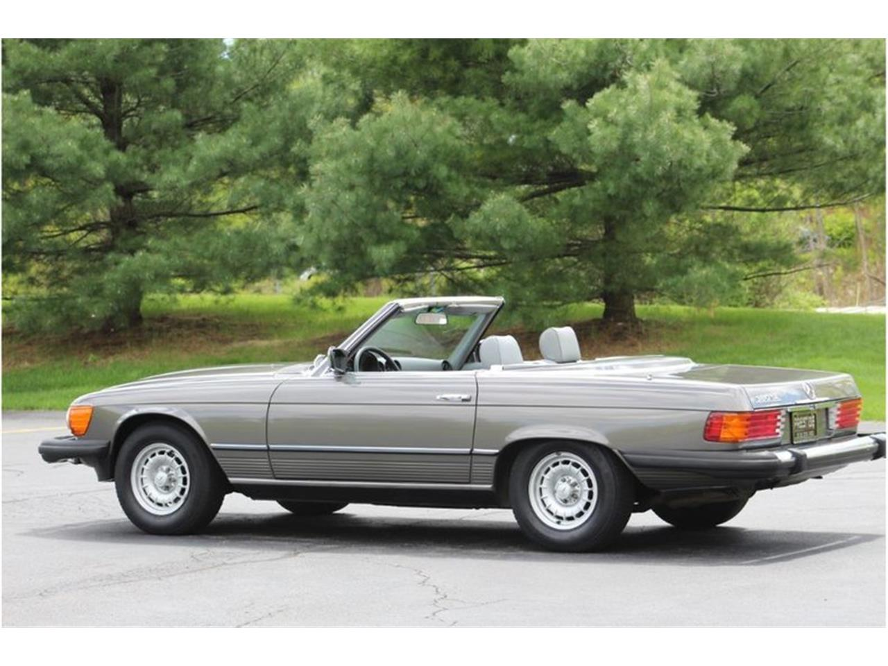 Large Picture of '83 380SL located in Saratoga Springs New York Auction Vehicle Offered by Saratoga Auto Auction - R1AI