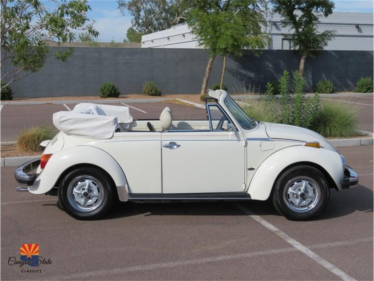 Large Picture of '76 Volkswagen Beetle located in Tempe Arizona Offered by Canyon State Classics - R1BI