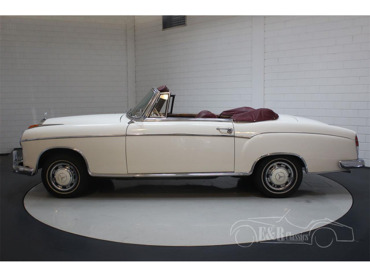 Large Picture of Classic 1960 Mercedes-Benz 220SE located in noord brabant Offered by E & R Classics - R1DL