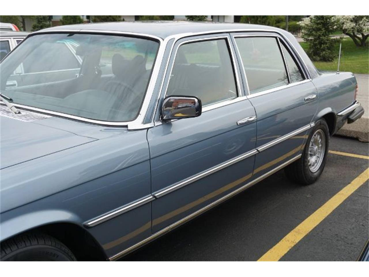Large Picture of '76 450SL located in Cadillac Michigan - R0C7