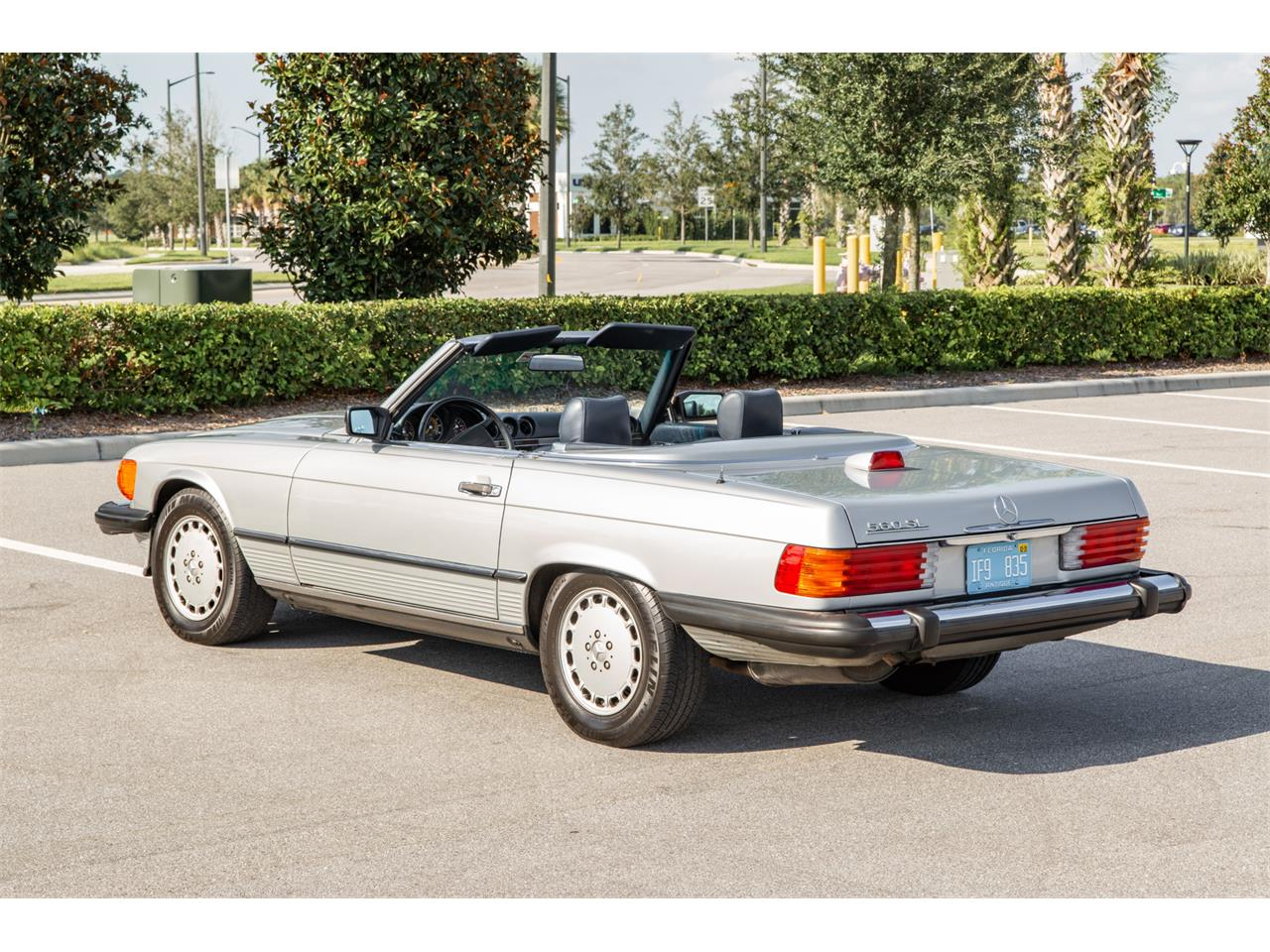 Large Picture of 1987 560SL located in Orlando Florida Offered by Bring A Trailer - R1P5
