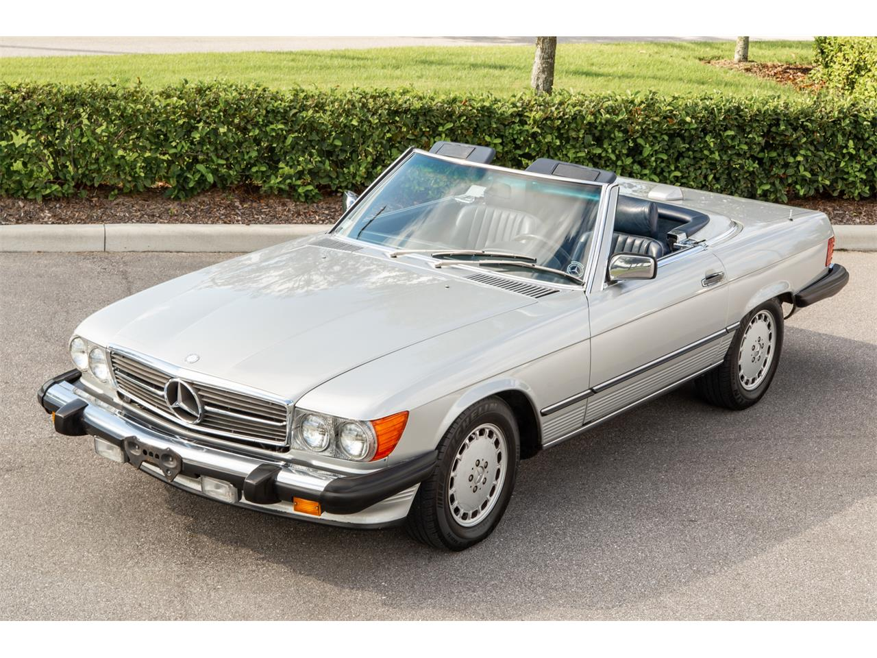 Large Picture of 1987 Mercedes-Benz 560SL located in Florida Offered by Bring A Trailer - R1P5